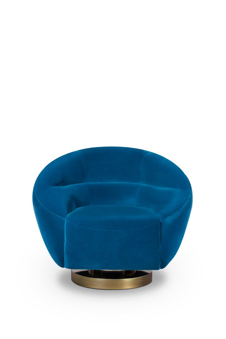 Mansfield is a midcentury masterpiece that combines the retro touch of its materials with sleek lines from the 60's. The inspiration for this retro furniture piece was the young Hollywood pin up actress Jane Mansfield. This velvet armchair with a wide armrest aims to be an iconic piece dislocated right from the high-end Mad Men era.