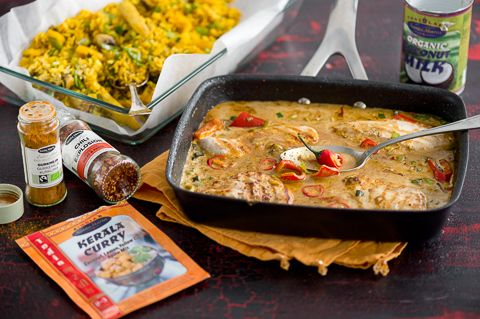 Mausteista+kookos-kanaa+ja+paistettua+riisiä