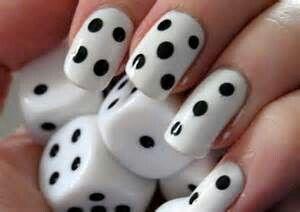 Dobbelsteen nagels