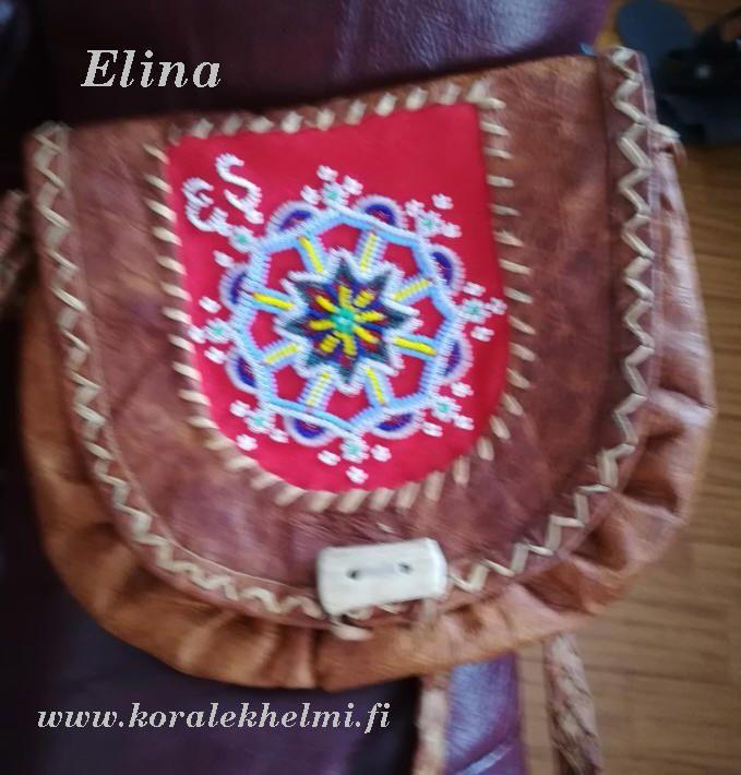 Vielä yksi Elinan upeista töistä – käsilaukku. Tämäkin on todella upeasti koristettu helmillä.