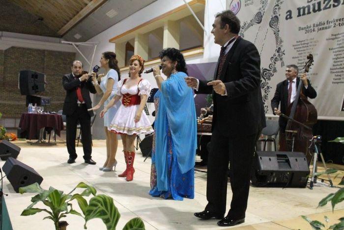 Jöjjön Bangó Margit - Halk zene szól az éjszakában előadása.