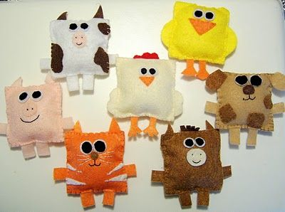 Square Felt Farm Animals!  How adorable.  Could probably use Fabri-Tac glue and add wiggle eyes in place of stitching all the features together.