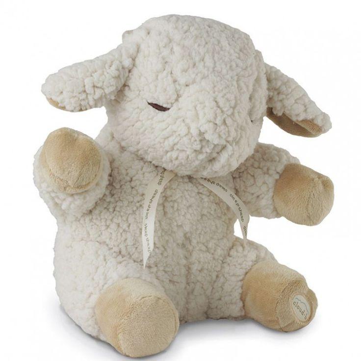 Dit schaapje is lange tijd niet leverbaar helaas. Je hebt gehoord dat jeschaapjes kunt tellen om in slaap te vallen, maar wat als jenaar een schaapje kunt luisteren? Met de geluiden uit de natuur, en de hartslag van mama, zorgt het prijswinnende Sleep Sheep van Cloud b ervoor dat het bedje de aangenaamste plek in het huis wordt. Dit schaapje is een heerlijke zachte knuffel en stelt je baby gerust met rustgevende geluiden. De sleep sheep heeft vier geluidsopties. Mama's hartslag Lentereg...