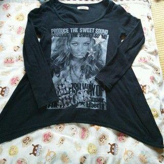 しまむら(シマムラ)のAラインロック系Tシャツ レディースファッションのトップス(Tシャツ(長袖/七分))の商品写真