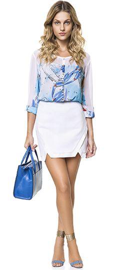 Dá pra usar saia também no trabalho! A saia branca com a camisa levinha é escolha certeira para um look mais chic em pleno dia de verão!
