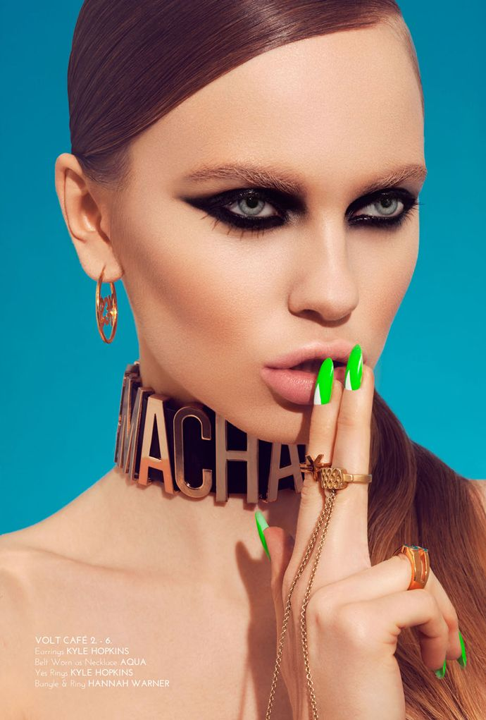 Very #intense #smokey #eyes - for more #beauty #idea, MyBeautyCompare Pinterest #black #drama #dark #face #makeup #inspiration #bbloggers #lips #hair
