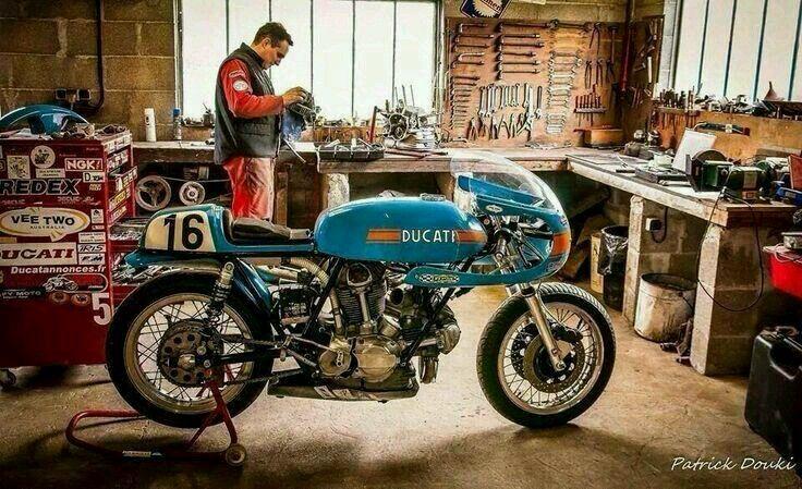25 best ideas about ducati cafe racer on pinterest for Garage custom moto