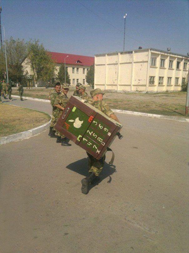 Les punitions marrantes dans l'armée russe #fail - http://www.2tout2rien.fr/les-punitions-marrantes-dans-larmee-russe-fail/