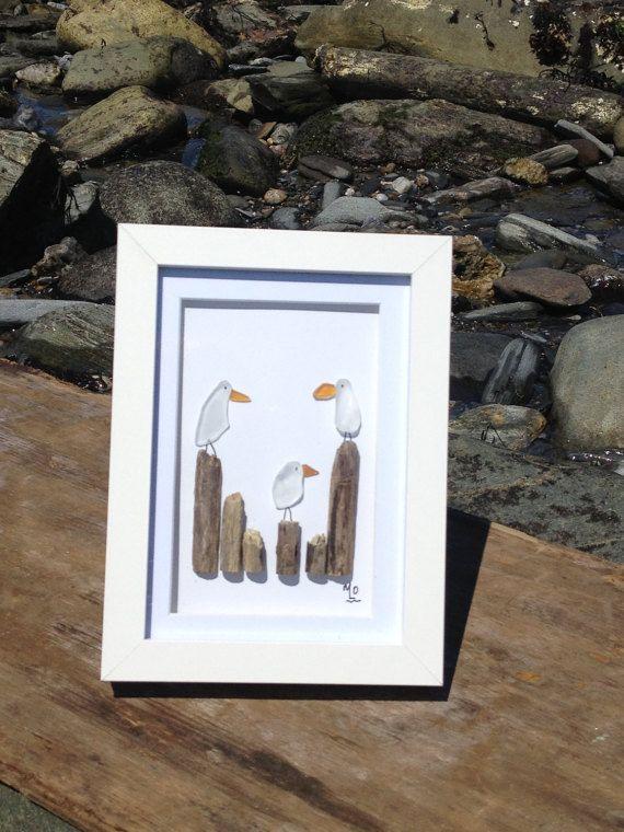 Schönes Meer Glas an der Küste von Maine. Keine zwei Stücke sind gleich. Diese Kunstwerke sind montiert in einem weiß 5 x 7 Shadow Box-Rahmen, der auf jeder Fläche oder Wand festgelegt werden kann. Genießen Sie