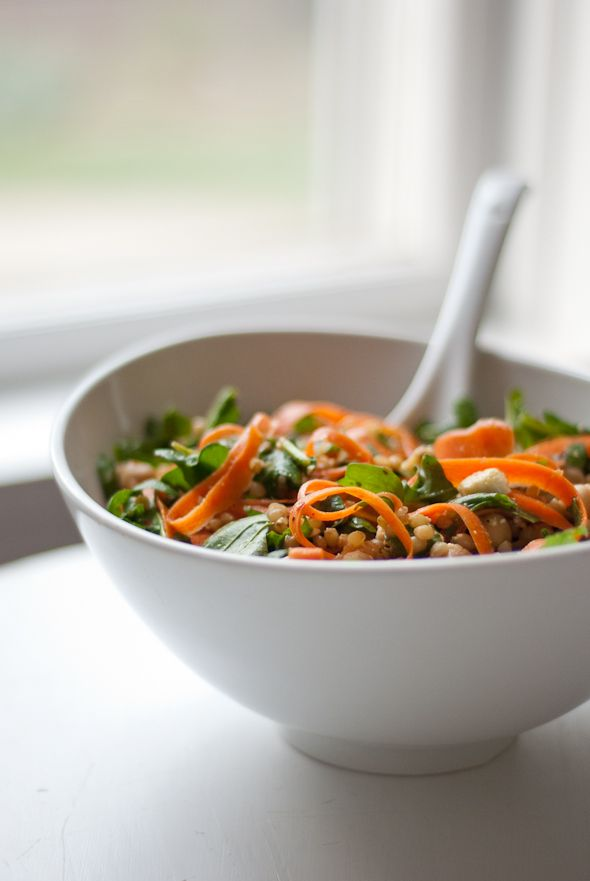 Arugula, carrot, and chickpea salad: Food Recipes, Berries Salad, Berries Recipes, Chickpeas Salad, Food Blog, Carrots, Arugula, Wheat Berries, Chickpea Salad