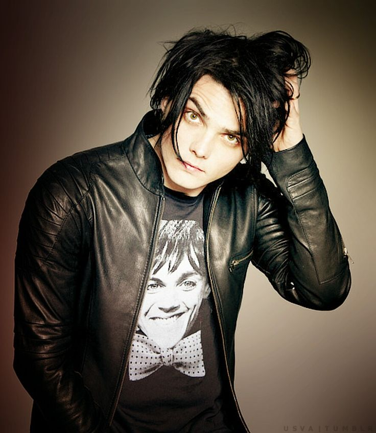 black hair will always be my favourite hair colour on gerard. just because.