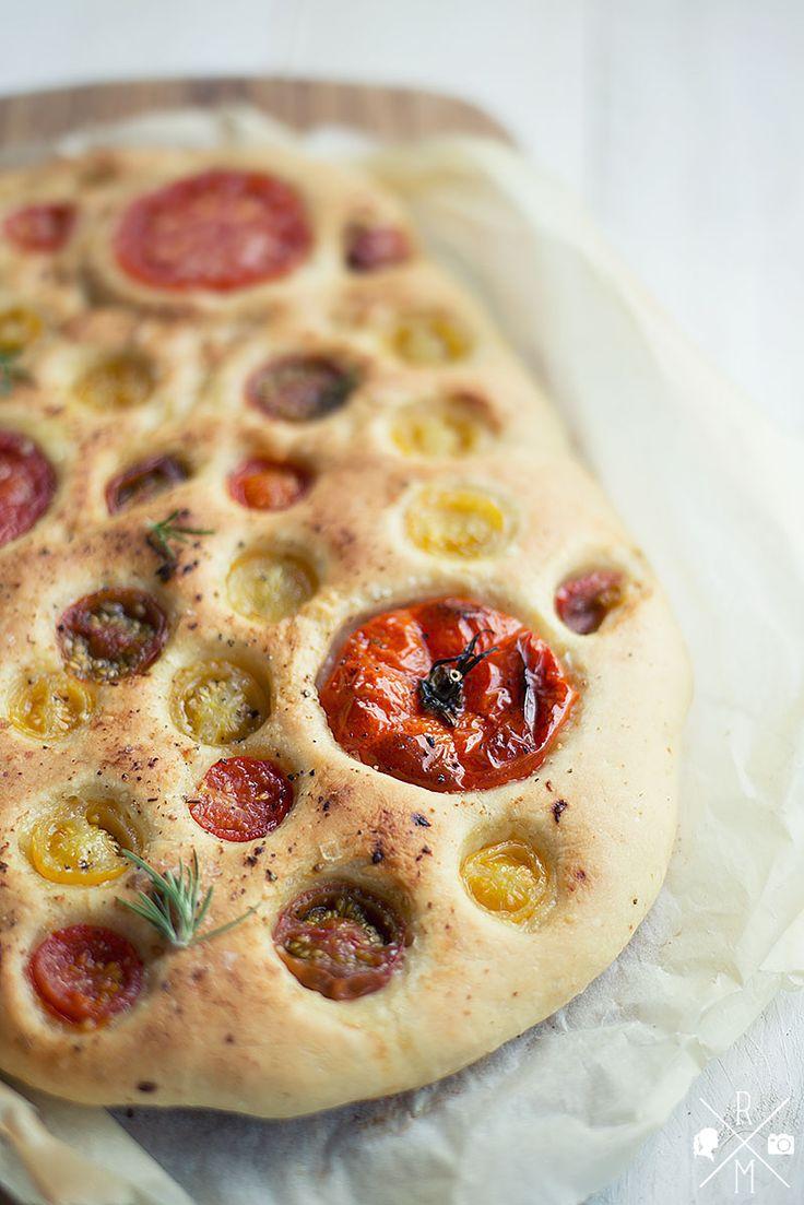 Ich bin ein großer Freund von Pizza, aber Pizza ist schon etwas aufwändiger weil man mehrere Zutaten für den Belag schnibbeln muss. Ausserdem ist veganer Käse einfach kein Ersatz für Büffelmozzarel...