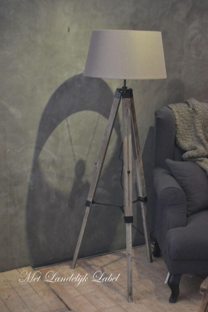 Prachtige lamp die tot zijn recht komt in een sober en landelijk interieur. Te koop bij Met Landelijk Label. Kom langs in onze sfeervolle woonwinkel in Borne of bekijk onze webshop.