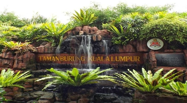 Top Malaysia Sightseeing Attractions -  Kuala Lumpur Bird Park is the masterpiece of the prestigious 60-ha Lake Gardens.