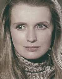 Marie-Christine Barrault est la nièce de Jean-Louis Barrault.  Elle s'est mariée deux fois : la première avec Daniel Toscan du Plantier, avec qui elle a un garçon et une fille ; la seconde, avec Roger Vadim, de 1990 jusqu'à la mort de ce dernier en 2000.  Elle a été la compagne du réalisateur Michel Boisrond pendant dix ans.
