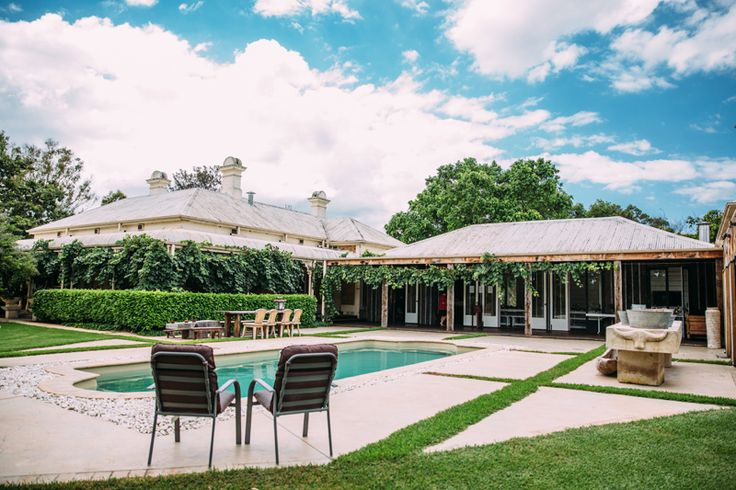 Poolside at Minderibba House by day, perfect lawn for an outdoor Hunter Valley wedding reception! | PHOTO CREDIT: Matts Photography | @mattsphotoau