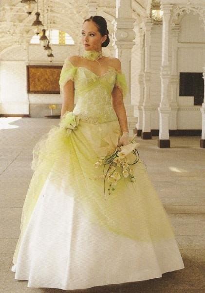 Robe de mariée couleur Anis/ivoire