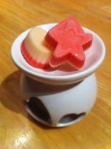 Cherry bakewell wax tartlets - £1.00 http://www.ebay.co.uk/itm/261313121816?ssPageName=STRK:MESELX:IT&_trksid=p3984.m1555.l2649