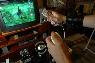 Jogar videogame pode prevenir a deterioração de funções cerebrais | Estudo da Universidade de Iowa revela que jogo pode reverter até sete anos de decadência mental relacionada com a idade. http://mmanchete.blogspot.com.br/2013/05/jogar-videogame-pode-prevenir.html#.UYP8hbU3uHg