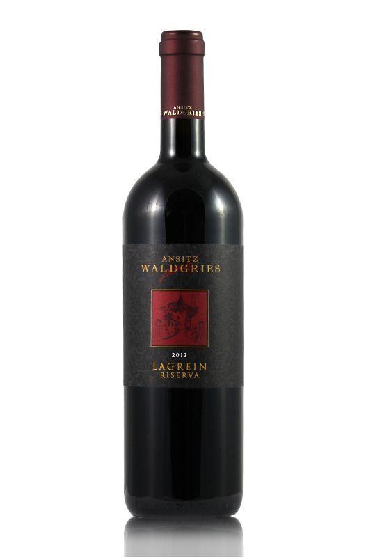 """LAGREIN RISERVA - Ansitz Waldgries Auf einer Wanderung durch Südtirol trafen wir auf einem Bergpfad einen alten Mann. Er hatte nur eine Flasche Wein bei sich und war ansonsten völlig nackt, sprang auf der Straße umher und rief: """"Welch Duft! Nach..."""