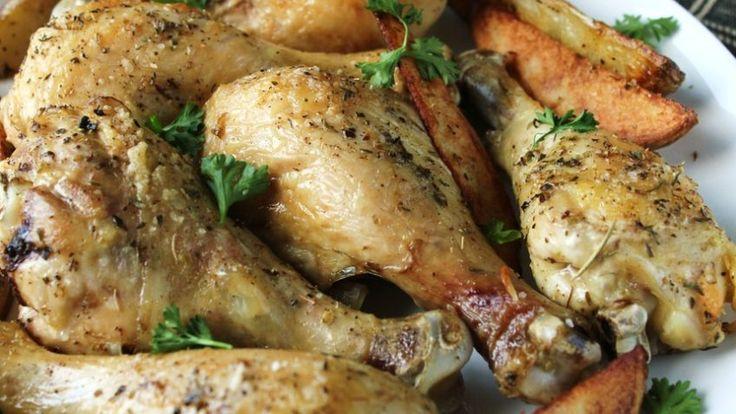 Eenvoudige gebakken kip drumsticks  Eenvoudige gebakken kip drumsticks. Als je van niet teveel kruiden of saus op je kip houd, dan is dit een recept voor jou. De smaak van de kip komt echt door.