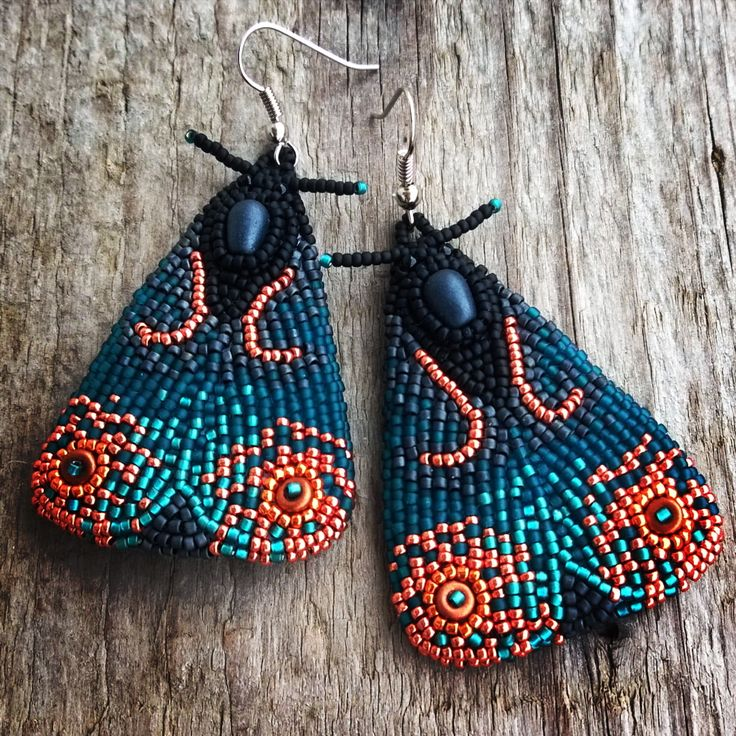 A custom order #nausnice #earrings #murinausnice #murky #mury #beadedearrings #beadembroidery #beadwork #mothearrings #moths #moth #beads