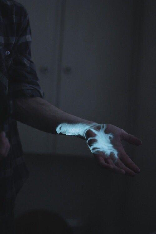 Imagen de blue, hand, and grunge