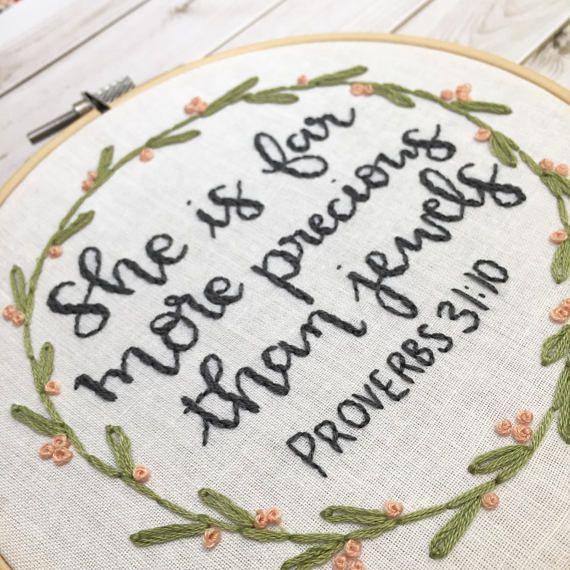 Aro de bordado Floral de verso de Biblia. Biblia chica vivero
