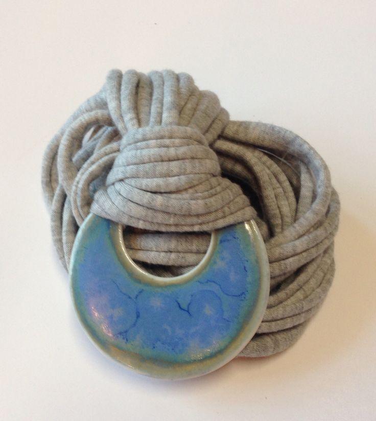A.Matusik- ceramika, wisiorek z porcelany