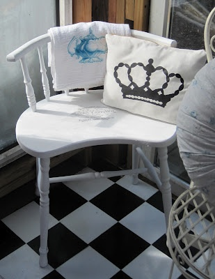 Bench RedoBenches Redo, Diy Furniture, Black And White Diy Benches, Creative Crafts, Furniture Projects, Old Chairs