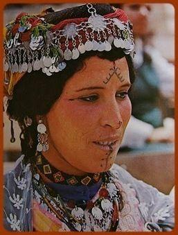 Trouvé sur cette page : http://hawaiidermatology.com/tatouage/tatouage-amazigh-zimg.htm