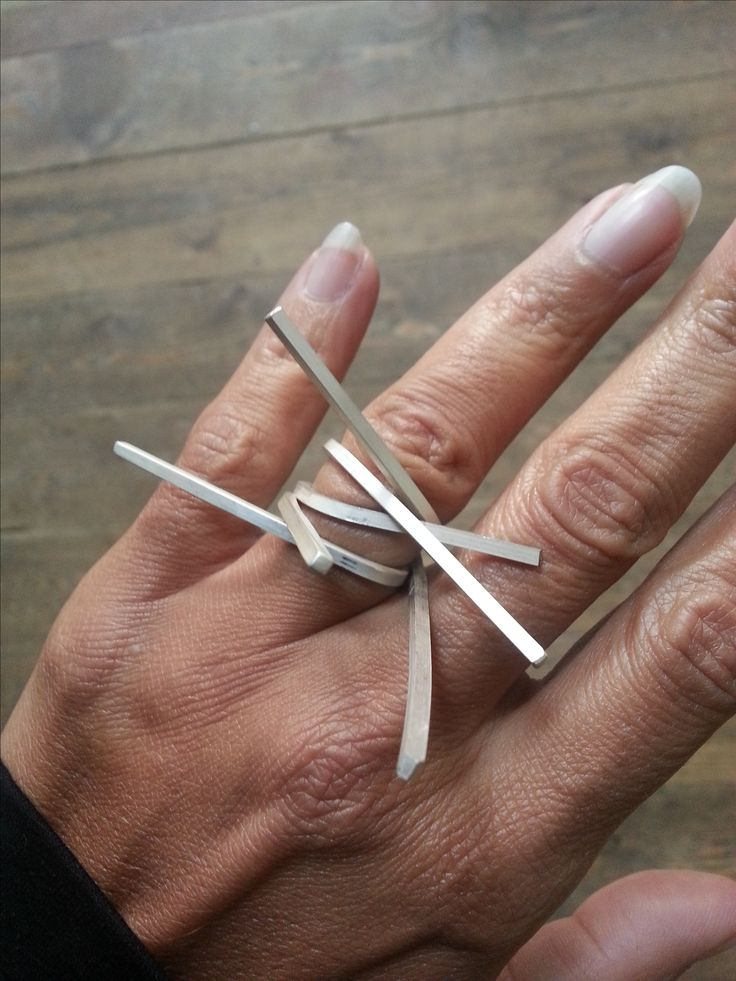 Sculptural Ring - contemporary jewellery design // Linnie Mclarty...a little dangerous, perhaps. But I like the concept.