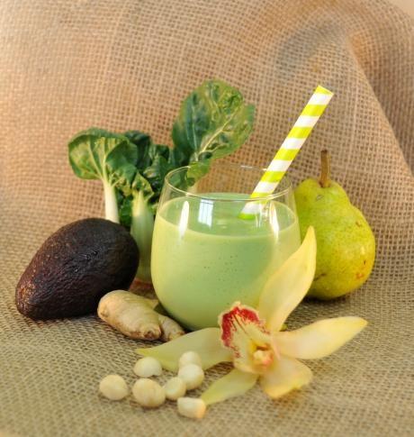 Aloha Wave | www.jade88.com. Baby bok choy, passion fruit juice, soy milk, avocado, ginger, macadamia nuts & tofu!  #drinkyourgreens #greensmoothie #babybokchoy