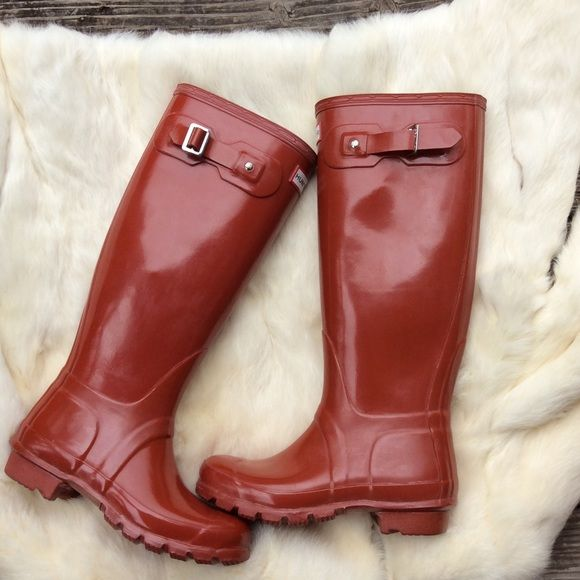 Hunter Burnt Orange Wellies Rainboots New without box. Store Display. Hunter Rainboots in Burnt Orange. Excellent condition. One small mark on toe of one boot. Never worn outside, just inside for trying on. One boot is slightly shinier than the other. Size 4m/5F best fits a 5.5/6 Hunter Boots Shoes Winter & Rain Boots
