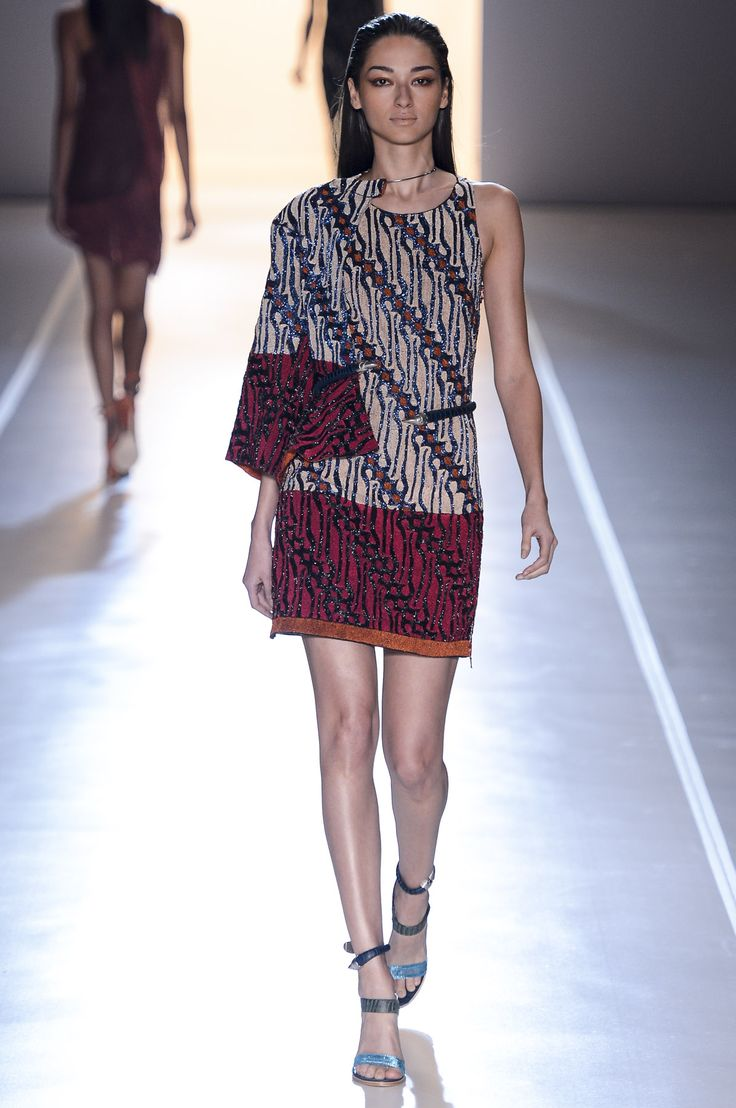 Bruna Tenorio... Animale-Spring/Summer-Sao Paolo Fashion Week   http://fabfashionfix.com/animale-springsummer-2013-14-sao-paulo-fashion/