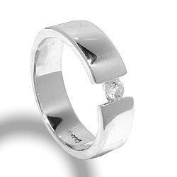 Moderneja sormus hopeaa