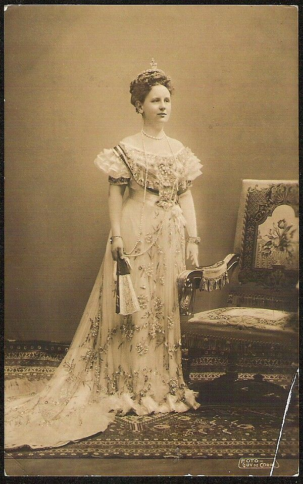 A superb image of Queen Wilhelmine of Netherlands.1900s
