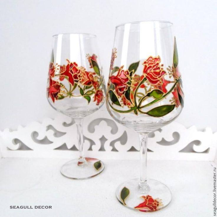 Купить или заказать Набор бокалов для вина. Ручная роспись. в интернет-магазине на Ярмарке Мастеров. На этих бокалах изображены цветы граната в цвету! Роспись выполнена красками французского производителя, они очень стойкие к воде и выцветанию, таким образом фужеры будут радовать своего обладателя очень долгое время! Сам рисунок расположен с внешней стороны, а это значит, что контакт краски с содержимым бокала исключен и их смело можно использовать по прямому назначению.