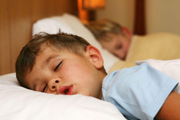 ¿Dormir poco engorda?
