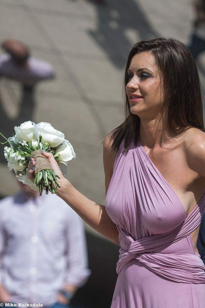 женскую грудь видно через одежду через