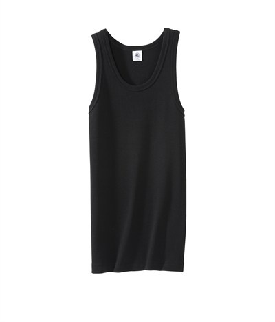 A white #tank has its place—at the gym or on casual outings—but a black tank is more universal. Dress it up with dark jeans or a skirt. This is l'indispensable débardeur marcel femme en coton PETIT BATEAU