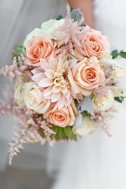 Bridal bouquet in apricot and pink, romantic, wedding, Biedermeier shape – Peach