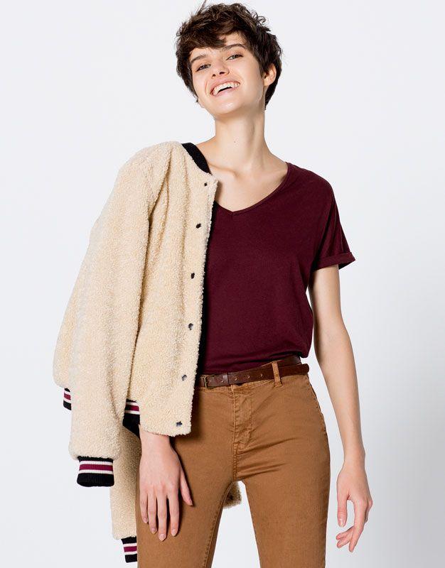 :Camiseta básica cuello pico
