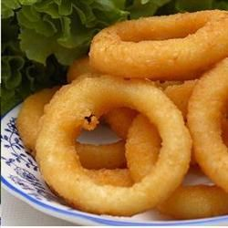 Pancake Batter Onion Rings! Yum! I am going to use this for my chili cheese onion ring idea!