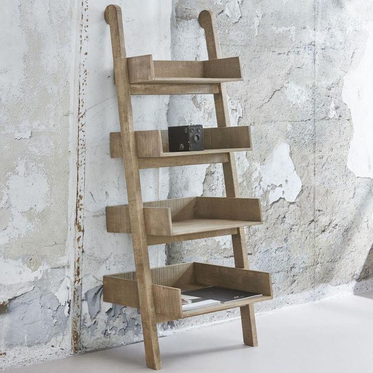 IKS wandrek 4-traps in massief mango blank antiek  Dit wandrek is compleet uitgevoerd in massief mangohout. Het is een 4-traps model waardoor het veel weg heeft van een ladder. Het grote voordeel van dit wandrek is dat er diverse voorwerpen in de4 ruime vakken kunnen liggen of staan. Dit model is tevens verkrijgbaar in een 3-traps of een 5-traps.  Verpakkingshoeveelheid (stuks) 1  Breedte (in m): 055  Diepte (in m): 045  Hoogte (in m): 14  Aantal colli: 1  Volume (in m 3 ): 0394887…
