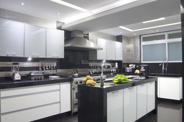 Cozinha Planejada com Pastilha de Vidro Cristal III