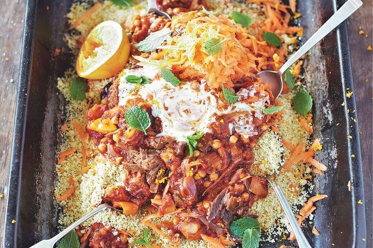 Een echte smaakexplosie, deze tajine van gekruid rundvlees, luchtige couscous, frisse wortel, munt en yoghurt - Recept - Tajine met gekruid rundvlees - Allerhande