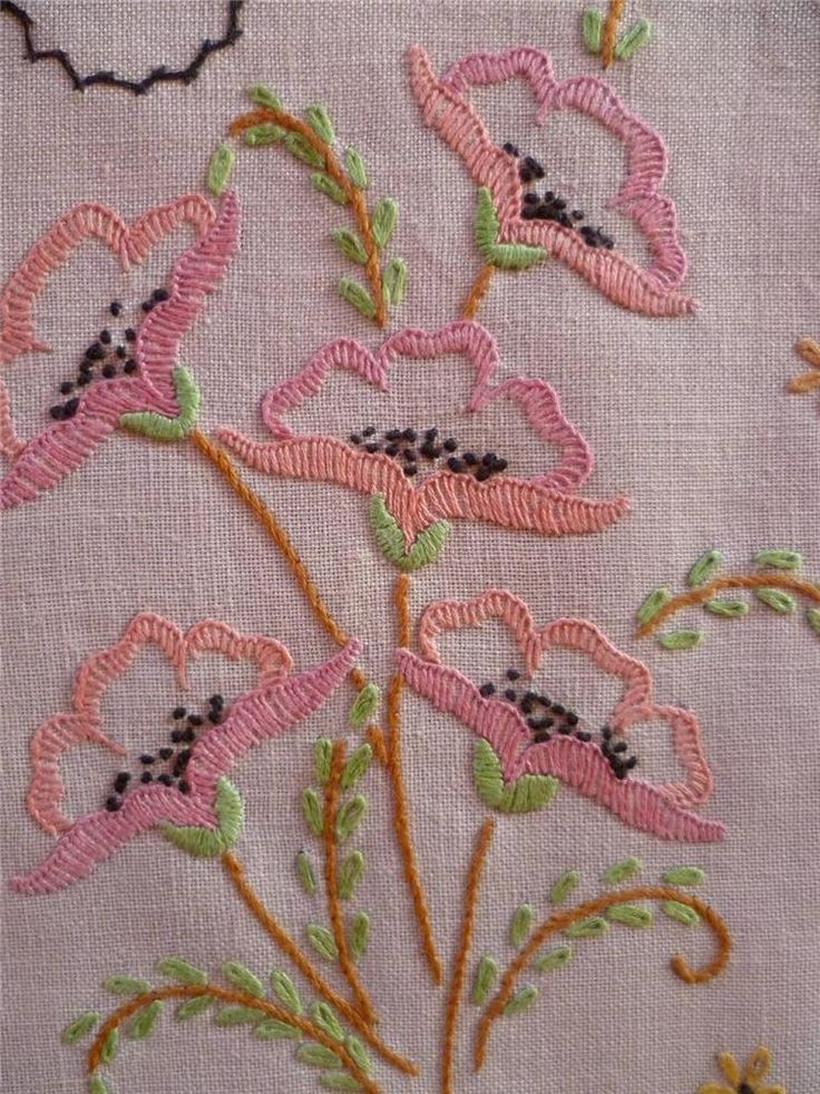 Delicate Poppies ~ Vintage Hand Embroidered Centrepiece/Mat - stitching ideas