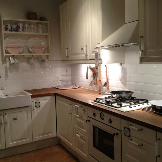 Ikea kitchen - love the cabinets, countertops, and pulls