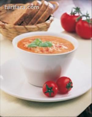 Yulaflı Çorba nasıl yapılır?  Domatesi rendeleyin. Yulaf ezmesi ve yağla tencereye alın. Yavaş yavaş karıştırarak pişirin. Üstüne suyu ekleyip, kaynatın. Tencereyi ocaktan almadan önce kuru fesleğeni serpin.
